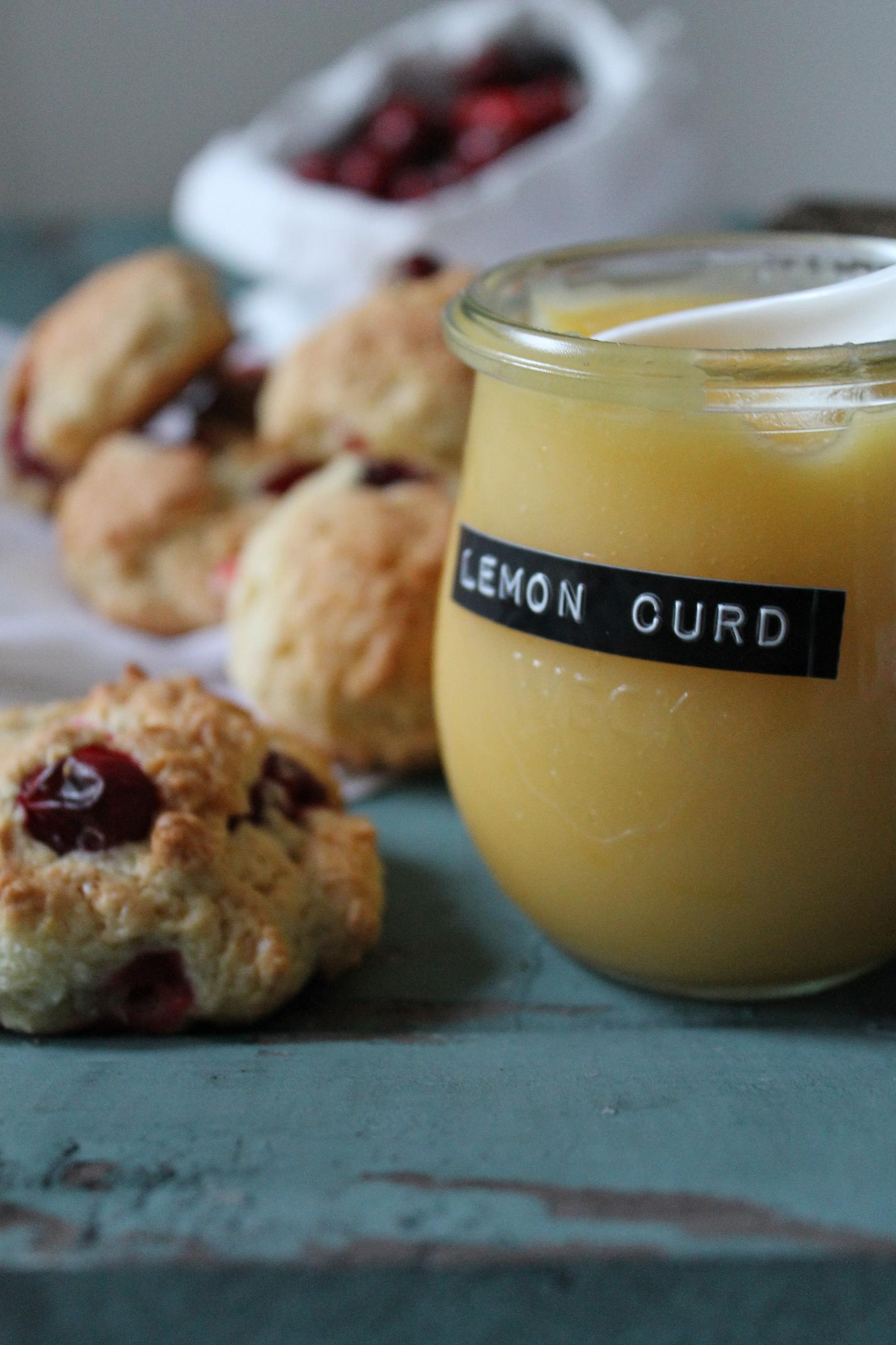 cranberry scones mit homemade lemon curd lirumlaruml ffelstiel. Black Bedroom Furniture Sets. Home Design Ideas