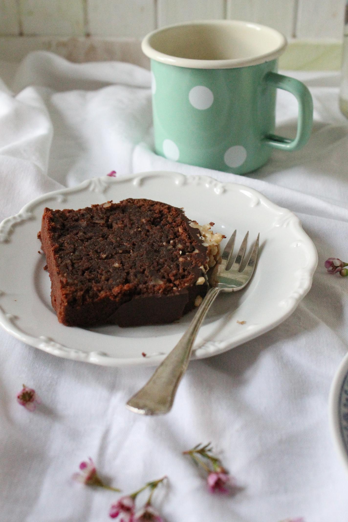 schokoladigster schoko nuss kuchen mit schokoglasur schokos nde pur lirumlaruml ffelstiel. Black Bedroom Furniture Sets. Home Design Ideas